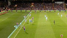Trợ lý trọng tài bị khuất tầm nhìn trong bàn thua đầu của Manchester City http://ole.vn http://ole.vn/ket-qua-bong-da.html http://xoso.wap.vn/ket-qua-xo-so-ho-chi-minh-xshcm.html