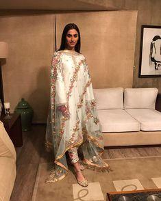 Pakistani Formal Dresses, Pakistani Fashion Casual, Pakistani Wedding Outfits, Nikkah Dress, Pakistani Dress Design, Indian Fashion, Pakistani Clothing, Wedding Hijab, Wedding Wear