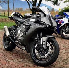 Yamaha R1.