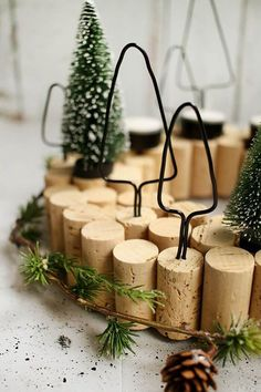 DIY: Dani from Gingered Things shows you how to make a simple but very decorative Advent wreath from cork and wire. DIY: Dani from Gingered Things shows you how to make a simple but very decorative Advent wreath from cork and wire. Christmas Home, Christmas Wreaths, Christmas Crafts, Christmas Ornaments, Christmas Tables, Reindeer Christmas, Nordic Christmas, Modern Christmas, Thanksgiving Crafts