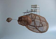 ° rocher habité 02 (à suspendre) sculpture fil de fer & tarlatane teintée H 23 X 31 X 24 cm