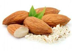 Gold Almond Milk : un gustosissimo smoothie super benefico al latte di mandorle, fresco e con proprietà anti-infiammatorie.