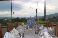 Jantar em família no primavera combinei diferentes louças e guardanapos, onde o rosa, lilás, azul claro deram um toque especial e claro Hortências naturais!