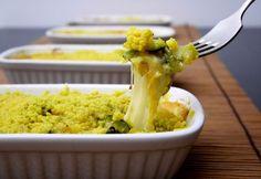 Il crumble di zucchine al profumo di curry è un delizioso secondo piatto vegetariano, ideale come piatto unico serale.