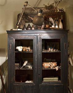 http://www.mrandmrscharlie.com/images/blog_images/large/cupboard2.jpg