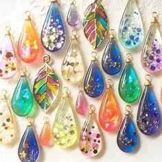 Resin Jewlery, Resin Jewelry Making, Glass Jewelry, Diy Resin Crafts, Diy Arts And Crafts, Jewelry Crafts, Beaded Beads, Beaded Jewelry, Handmade Accessories