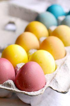 DIY natural Easter eggs dyes