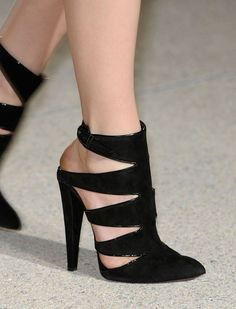 We Love Heels !!