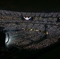 LOOK AT THE CROWD 1989 Tour in East Rutherford 7/10/15