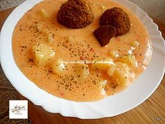 Tejfölös krumplifőzelék fasírttal Hummus, Pudding, Ethnic Recipes, Food, Homemade Hummus, Meal, Custard Pudding, Essen, Hoods