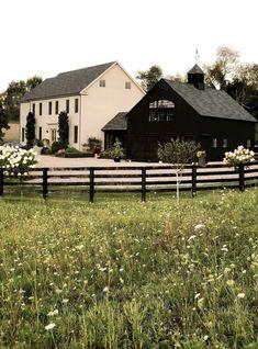 Modern Farmhouse Exterior, Dream House Exterior, Dream Home Design, White Houses, House Goals, The Ranch, House Colors, Exterior Design, Future House