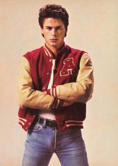 When he rocked this letterman jacket like nobody's business. (Also, bulge). 27 Flawless And Perfect Photos Of Young Rob Lowe Rob Lowe Young, Rob Lowe 80s, Denim Cutoffs, Jeans Et Converse, Letterman Jacket Outfit, Letterman Jackets, Streetwear, Outfit Zusammenstellen, Outfit Des Tages