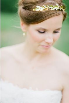 A delicate gold headband. Photo by Nadia Meli www.wedsociety.com #wedding #crown #beauty