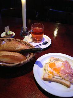 Breakfast at a pub