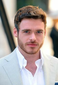 Richard Madden is an actor best known for his role on the HBO series 'Game of Thrones'. He plays Robb Stark. Richard Madden, Matthew Daddario, Celebrity Gossip, Celebrity Crush, Celebrity Couples, Brad Pitt, Tom Wlaschiha, King In The North, Fire Heart