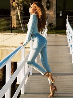 Sexy Girls in Jeans: Photo Sexy Jeans, Jeans With Heels, Denim Jeans, Mode Jeans, Jeans Bleu, Denim Fashion, Fashion Pants, Womens Fashion, Street Fashion