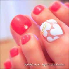 HEARTS! Love the big toe nail art| ideas de unas