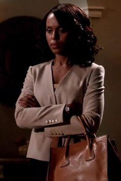 Kerry Washington wearing Max Mara Detroit Belted Camel Hair Jacket and Prada Glace Calf Twin Pocket Tote Bag in Natural Olivia Pope Outfits, Star Fashion, Latest Fashion, Kerry Washington, Famous Brands, Prada Bag, Scandal, Calves, Celebrity Style