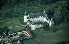 aerial views of castle | Descripción Le Gué-Péan castle, aerial view.jpg