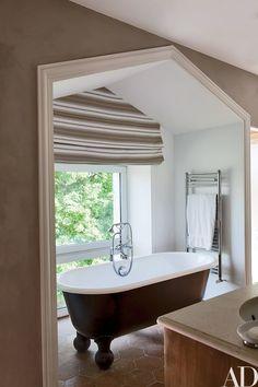 Rustic Bathroom by Jean-Louis Deniot in Loire Valley, France Bathroom Interior Design, Modern Interior Design, Interior Decorating, Design Interiors, Rustic Interiors, Decorating Ideas, Decor Ideas, French Farmhouse, Farmhouse Design