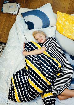 Marimekko duvet covers pattern Räsymatto, color pattern Maija Louekari Available in 3 sizes : - duvet cover + pillow case duvet cover - pillow case cotton