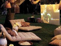 Open Air Kino in the garden Outdoor Cinema, Outdoor Theatre, Outdoor Lounge, Outdoor Fun, Outdoor Ideas, Outdoor Seating, Outdoor Rooms, Backyard Seating, Outdoor Dining