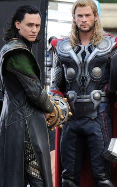 Loki (Tom Hiddleston) & Thor (Chris Hemsworth)