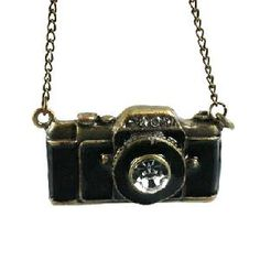 necklace with a camera on it :O!!