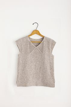Love the simple stitch pattern working around shallow v-neck, and the ribbed short sleeve caps are perfectly suited!