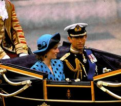 Prince Charles and Princess Diana returning from the wedding of Prince Andrew and Sarah Ferguson Prince Andrew, Prince William And Harry, Prince Charles, Prince Phillip, Prince Harry, Princess Diana Family, Prince And Princess, Princess Of Wales, Princesa Diana