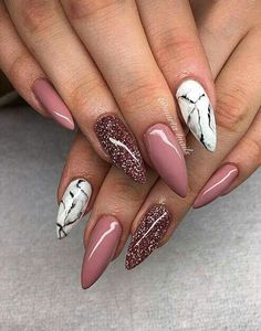Marble and mauve stiletto nails. Marble and mauve stiletto nails. Mauve Nails, Gold Glitter Nails, Pink Nails, Color Nails, Red Gel Nails, Red Stiletto Nails, Red Nail Art, Pointed Nails, Indigo Nails