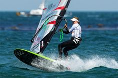 Seat vs Waist: the windsurf harness explained