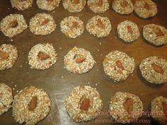 Ζουζουνομαγειρέματα: Κουλουράκια νηστίσιμα με πορτοκάλι και ταχίνι! Almond Cookies, Doughnut, Sweet Recipes, Biscuits, Muffin, Breakfast, Desserts, Lenten, Food