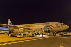 """photo Armée de l'Air. French Armée de l'Air Airbus A340 transport of l'escadron de transport 3/60 """"Estérel"""" with aid supplies for the Nepal earthquake victims, 27 April 2015."""