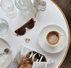 Lazy afternoons. . . . #vogue #voguepolska #coffee #afternoon #table #flatlay #coffeeaddict #restaurant #potd #picoftheday #magazine…