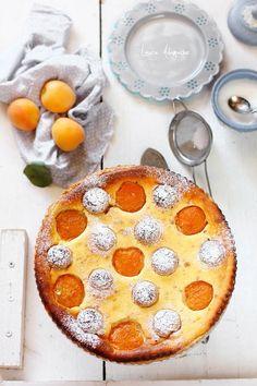 Tarta cu caise si amaretti, desert de vara cu fructe dulci si parfumate. Reteta si mod de preparare aluat fraged pentru tarta cu fructe.