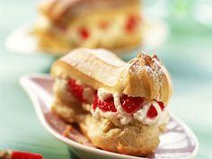 Mini-Eclairs mit Erdbeer-Joghurt-Sahne ist ein Rezept mit frischen Zutaten aus der Kategorie Gebäck. Probieren Sie dieses und weitere Rezepte von EAT SMARTER!