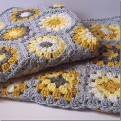 Inspiration :: Granny hexagons & granny squares in yellow & gray, matching blankets for twins - what a nice idea :-)