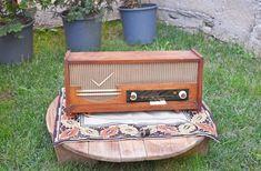 Korat, Retro Radios, Old Time Radio, Antique Radio, Antique Tools, Rustic Decor, Vintage Walls, Retro Vintage, Decoration