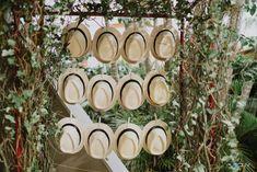 Chapéu panamá para os convidados homens.