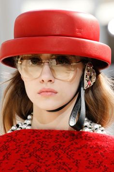 Chanel Fall 2016 Ready-to-Wear Accessories Photos - Vogue