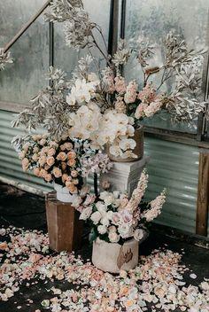 Ideas for wedding ceremony arrangements rose petals Flower Arrangements Simple, Wedding Flower Arrangements, Wedding Centerpieces, Wedding Bouquets, Wedding Decorations, Lemon Centerpieces, Wedding Ceremony Flowers, Sydney Wedding, Romantic Roses