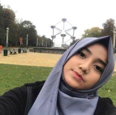 cewe alim E Cigarette Brands, Indonesian Women, Bio Data, Girl Hijab, Beautiful Hijab, Celebs, Celebrities, Hijab Fashion, Vape
