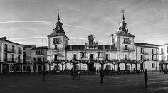 El Burgo de Osma es una de las localidades más bellas de la provincia de Soria declarada Villa de Interés Turístico.  #tropoUrbanita #building #architecture #turismo #latergram #landscape #blackandwhite #byn #bnw_life #bnw #monoart  #bwstyleoftheday #insta_pick_bw #insta_bw #monochrome  #bw_photooftheday #bw_society #bw #blackandwhitephotography #blackandwhiteonly #monochromatic #bnw_society #bw_crew #bwstyles_gf #instablackandwhite  #blackandwhitephoto #bw_lover #bwwednesday #igersbnw…