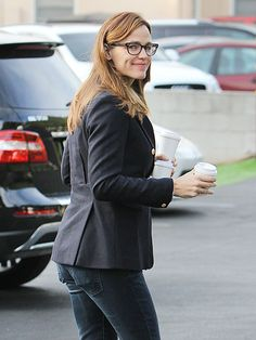Jennifer Garner, flaunting dapper square specs, was all smiles as she grabbed her morning caffeine fix!