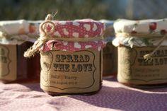 idée originale cadeau invité mariage mini pot confiture http://cerezasurladeco.canalblog.com/archives/2014/02/20/29262326.html