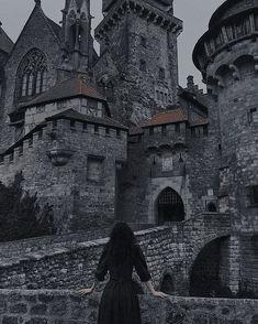 Gothic Aesthetic, Slytherin Aesthetic, Book Aesthetic, Character Aesthetic, Aesthetic Pictures, Hogwarts, Fantasy Magic, Fantasy World, Chica Dark