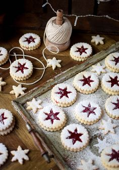 Linzer cookies are one of my absolute favourite cookies to make around the festive season. Not only are they quick and easy, they always look so beautiful. Christmas Cookies Gift, Christmas Biscuits, Noel Christmas, Christmas Desserts, Christmas Treats, Xmas, Baking Recipes, Cookie Recipes, Linzer Cookies
