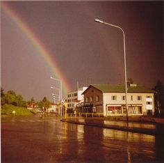 1970 luku Rainbows, Finland, Mansions, House Styles, Home Decor, Mansion Houses, Rainbow, Decoration Home, Manor Houses