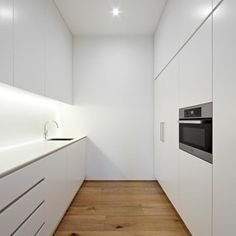 Modern Kitchen by Urban Angles